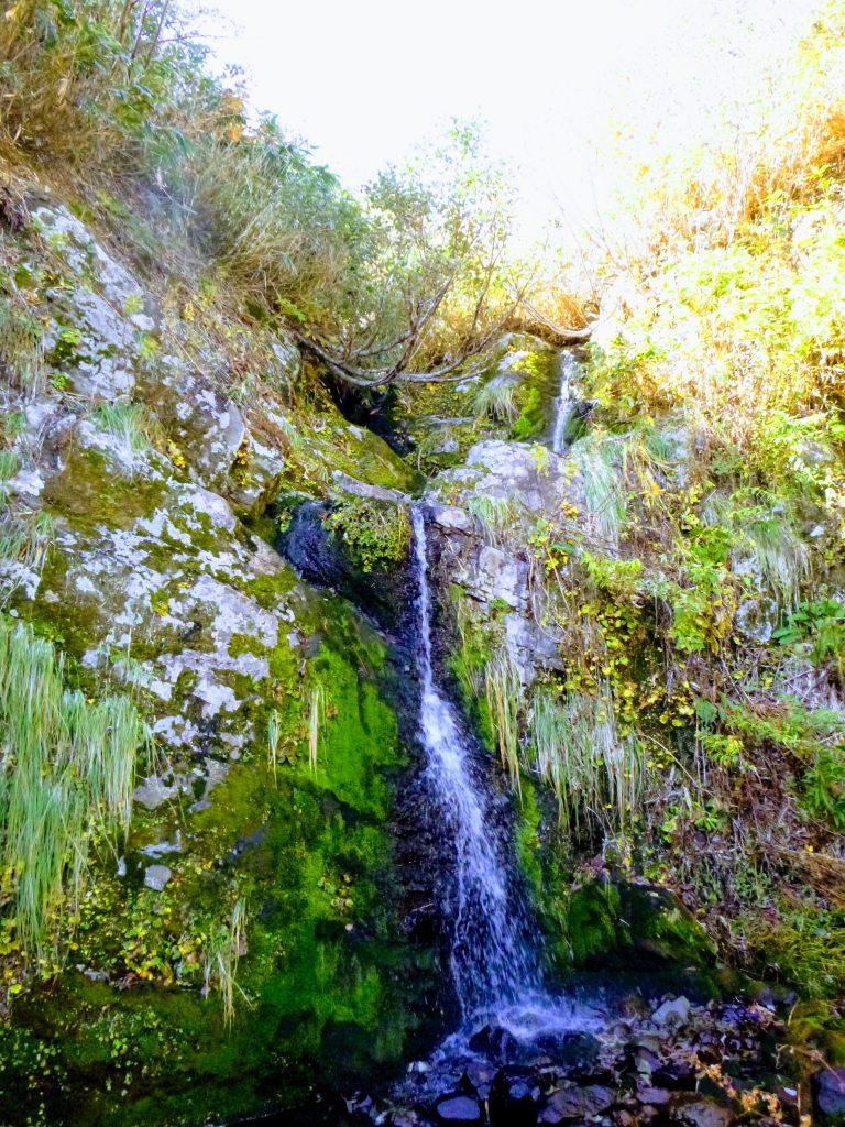 カラスノウシロ谷で一番てこずった滝。パーティが登るのに、約50分かかった滝。荷揚げもした。