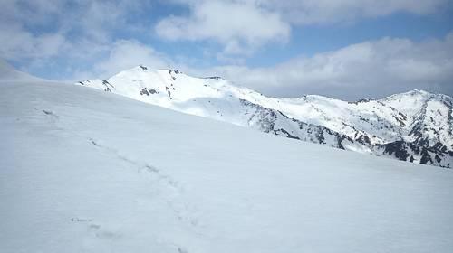 三ノ峰避難小屋から見る別山太平壁